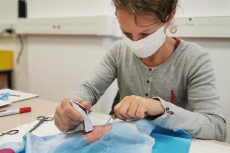 Isabelle Joschke a suivi une formation médicale pour réviser les gestes qui sauvent sur le Vendée Globe